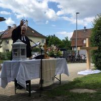 Pfarrer Graeser in Aktion bei der Predigt!