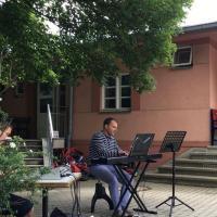 Dr. David Prounto begleitete auf der Orgel