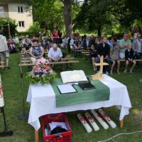 Gottesdienst im Gartengelände des Evangelischen Kindergartens