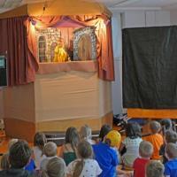 Puppentheater im Turnsaal