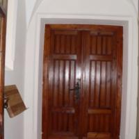 Vom Kirchenraum gelangt man durch den Turm zum früheren Haupteingang zur Promenade; rechts zweigt die Wendeltreppe zur Orgelempore ab. In diesem Turmraum findet das Gedenkbuch an die Opfer des zweiten Weltkrieges seinen neuen Platz.
