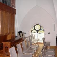 Auf der Empore befindet sich die vollständig restaurierte Orgel.